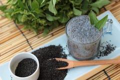 Basilicumzaden voor vezeldrank en ruw zaad Royalty-vrije Stock Foto's