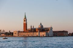 Basiliek San Giorgio Maggiore in Venetië, Italië bij zonsopgang wordt geschoten die royalty-vrije stock afbeeldingen