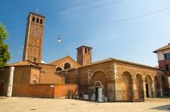 Basiliek van de bouw van de de kerkbaksteen van Sant 'Ambrogio, Milaan, Italië stock afbeeldingen