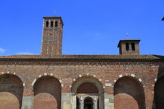 Basiliek van Heilige Ambrose (Sant'Ambrogio) in Milaan Stock Foto's