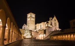 Basiliek van Heilige Francis in Assisi in Kerstmistijd Stock Foto's