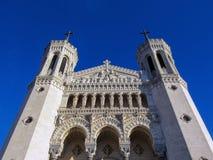 Basiliek van Notre-Dame DE Fourviere op de bovenkant van Fourviere-Heuvel in Lyon, Rhône-Alpes, Frankrijk royalty-vrije stock foto's