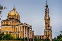 Basiliek van Onze Dame van Korstmos, Polen 2018-09-22, Mooie Korstmos kleurrijke oude stad, de grootste katholieke kerk in Polen stock afbeeldingen