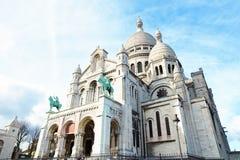 Basiliek van Sacre Coeur in Parijs op zonnige dag Stock Fotografie