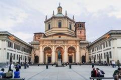 Basiliek van San Lorenzo Maggiore in de avond, Milaan, Italië Stock Afbeeldingen