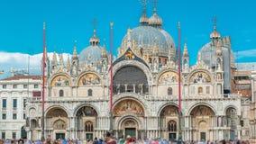 Basiliek van St Teken timelapse Het is kathedraalkerk van Roman Catholic Archdiocese van Venetië stock videobeelden