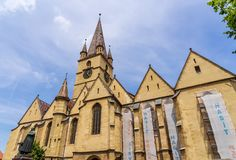 Basiliekrestauratie in Sibiu, in Roemenië Stock Foto
