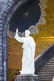 Basilika av den obefläckade befruktningen i Lourdes, Frankrike Staty detaljer Arkivfoto