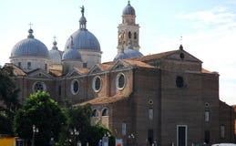 Basilika av den Santa Giustina nästan Prato dellaen Valle i Padua i Venetoen (Italien) Royaltyfri Foto