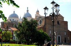 Basilika av den Santa Giustina nästan Prato dellaen Valle i Padua i Venetoen Italien Arkivbild