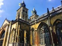 Basilika av helgonet Servatius på solig dag Maastricht Nederländerna royaltyfri bild