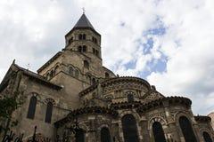 Basilika av Notre-Dame du Port i Clermont-Ferrand i Frankrike Arkivbild