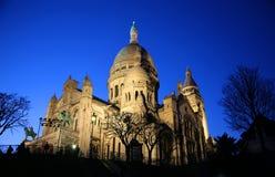 Basilika av Sacre Coeur på natten i Paris Arkivbilder