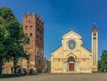 Basilika av San Zeno, Verona, Italien arkivfoton