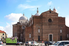 Basilika av Santa Giustina i den Padua staden Arkivfoto