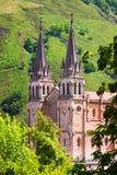 Basilika av Santa Maria la Real de Covadonga grensle royaltyfri foto
