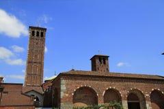 Basilika av St Ambrose (Sant'Ambrogio) i Milan Royaltyfria Bilder