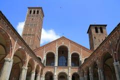 Basilika av St Ambrose (Sant'Ambrogio) i Milan Fotografering för Bildbyråer