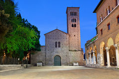 Basilika av St Francis i aftonen, Ravenna Arkivfoton