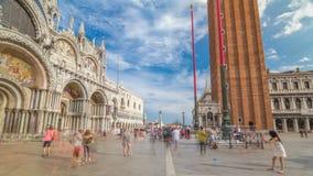 Basilika av St Mark timelapsehyperlapse och den San Marco campanilen stock video