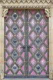 Basilika av St Peter och St Paul, Vysehrad, detaljer av dörren, Prague, Tjeckien Royaltyfria Foton