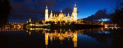 Basilika av vår dam av pelaren i afton Zaragoza Royaltyfri Foto