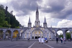 Basilika av vår dam av den obefläckade befruktningen, Lourdes, Frankrike Royaltyfria Foton