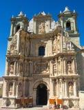 Basilika av vår dam av ensamhet i Oaxaca de Juarez, Mexico fotografering för bildbyråer