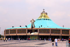 Basilika de Guadalupe V arkivfoton