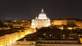Basilika di San Pietro, Vatican City på natten Fotografering för Bildbyråer
