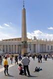 BASILIKA FÖR ST PETER ` S, ROME, ITALY-APRIL 13 Arkivfoton