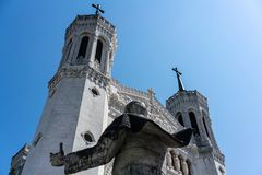 Basilika-Fassadenansicht Notre Dame de Fourviere und Rückseite von Jean-PA stockbild