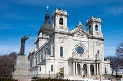 Basilika Front Corner Dome och staty Fotografering för Bildbyråer