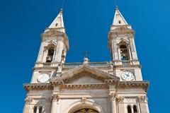Basilika-Kirche von SS Cosma e Damiano Alberobello Puglia Italien lizenzfreie stockfotos