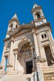 Basilika-Kirche von SS Cosma e Damiano Alberobello Puglia Italien lizenzfreie stockfotografie