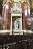 Basilika Str.-Stephens, Statuen des Innenraums stockbild