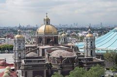 Basilika und Skyline von Mexiko City stockfoto