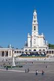 Basilika unserer Dame des Rosenbeetes, das heilige Herz von Jesus Monument und Kolonnade Lizenzfreie Stockbilder