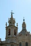 Basilika van steenlissabon met klok en koepel Stock Foto's