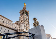Basilika von Notre-Dame-De-La Garde in Marseille Stockfotos