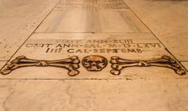 Basilika von Santa Maria del Popolo-Schädel und von Knochenboden Stockbilder