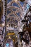 Basilika wölbt Kirchenschiff-Rose Window Stained Glass Cathedral-Kirche Siena Italy lizenzfreie stockfotografie