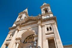 Basilikakyrka av SS Cosma e Damiano Alberobello Puglia italy Arkivfoto