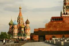 Basilikakyrkan i rött kvadrerar i Moscow Arkivbild