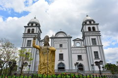 Basilikan av den Suyapa kyrkan i Tegucigalpa, Honduras Royaltyfria Bilder