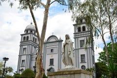 Basilikan av den Suyapa kyrkan i Tegucigalpa, Honduras Fotografering för Bildbyråer