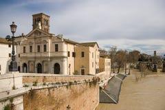 Basilikan av St Bartholomew på ön royaltyfri foto
