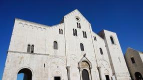 Basilikan av St Nicholas, i romansk stil byggdes mellan 1087 och 1197, under Italo-normanden dominansen av Apulia, Royaltyfri Foto