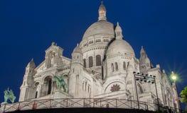 Basilikan Sacre Coeur på natten, Paris, Frankrike Fotografering för Bildbyråer