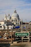 Basilikan Santa Maria della Salute i Venedig, Italien Royaltyfria Foton